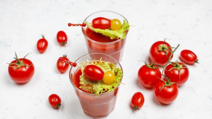 Cara Mudah Gunakan Jus Tomat untuk Atasi Masalah Kulit Berminyak hingga Pori-pori Besar